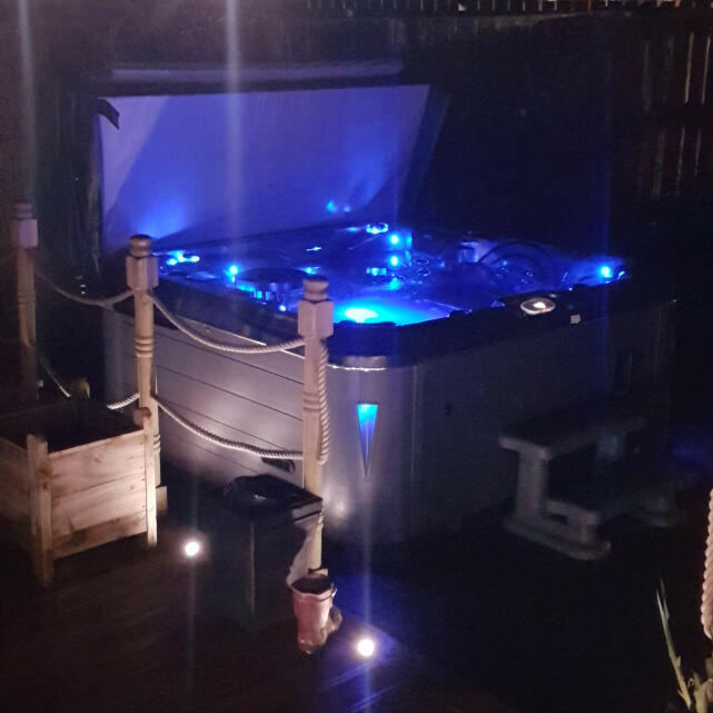 THEHOTTUBWAREHOUSE.CO.UK 5 star review on 15th April 2019