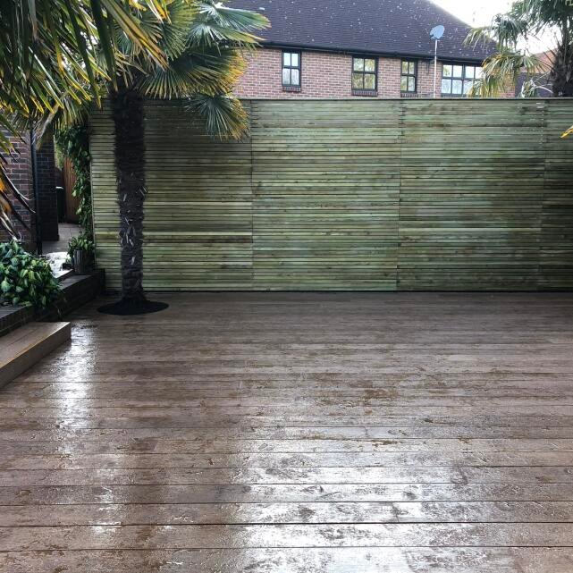 London Decking Company  5 star review on 12th April 2019